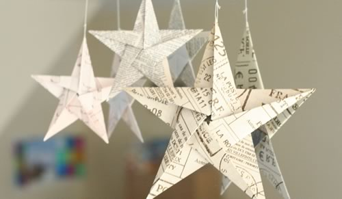 5-pointed-origami-stars-hanging-on-mirror-500x291
